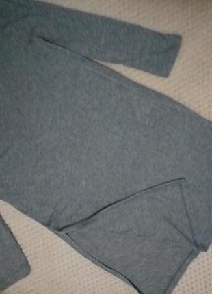 Удлиненная футболка с вырезами по боках