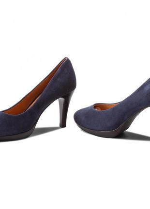 Элегантные замшевые туфли caprice ocean suede (38,5 размер)