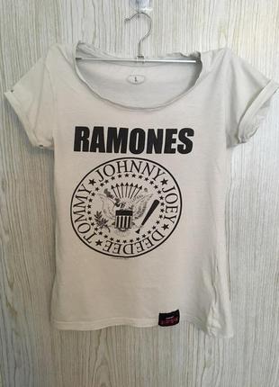 Знаменитая футболка ramones
