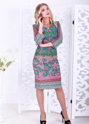 Элегантное бирюзово-малиновое платье со свободным рукавом