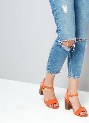 Стильные босоножки сандалии на среднем каблуке