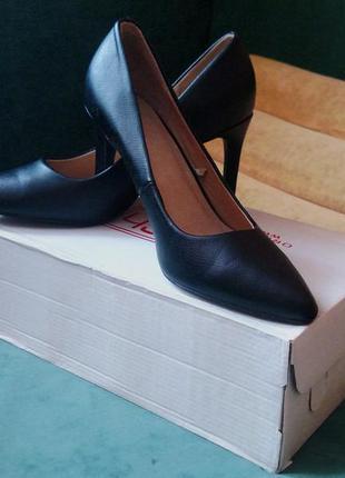 Чёрные туфли лодочки f&f