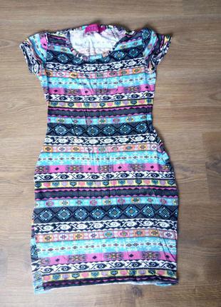 Плаття з вирізом на спині