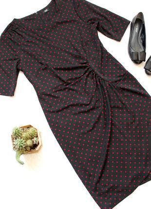 Элегантное платье на запах в горошек