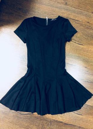 Платье чёрное клёш
