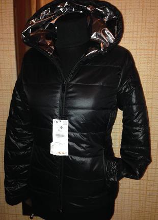 Куртка с серебристым капюшоном новая