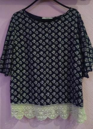 Летняя блуза с кружевами королевского размера