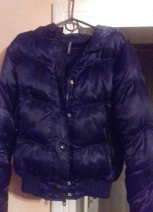 Атласна чорна куртка