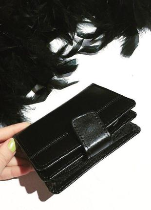Черный, вместительный кожаный кошелек