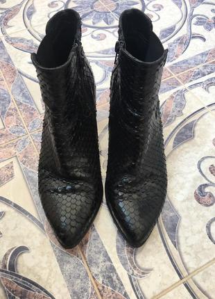 Ботильоны кожаные лодочки с острым носком ботинки сапоги 39 р