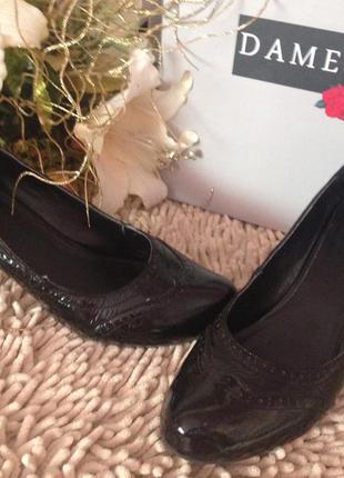Крутые лаковые туфельки в стиле оксфорды