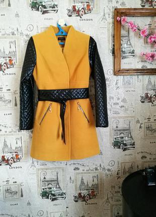 70% шерсть! красивое пальто с поясом,размер 46.