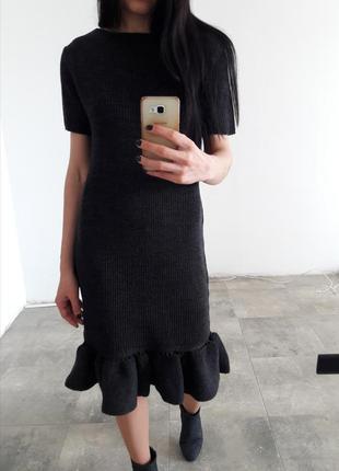 Вязаное платье с открытой спиной и оборками s/m