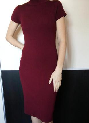 Трикотажное платье миди в мелкий рубчик