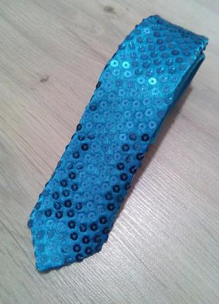 Стильный и эффектный галстук в паетках