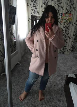 Продам крутое пудровый пальто бойфренд
