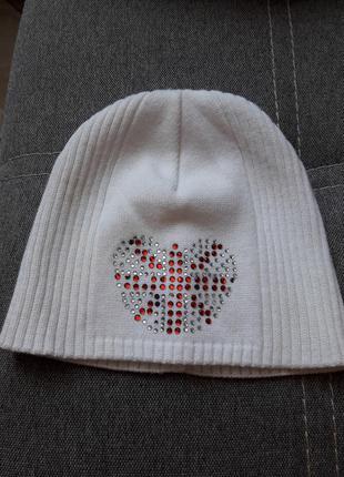 Белоснежная легкая шапочка