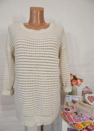 Объемный вязаный свитер молочно белый удлиненный