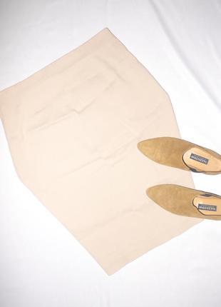 Бежевая юбка на талию . узкая в обтяжку . на резинке