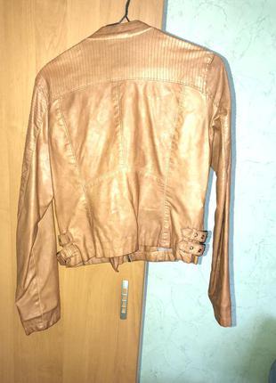 Куртка модная на весну stradivarius