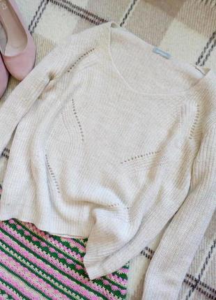 Элегантный фактурный свитер цвета топленого молока с шерстью от maddison