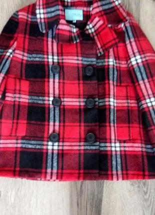 Очень стильное,короткое брендовое пальто,состояние нового