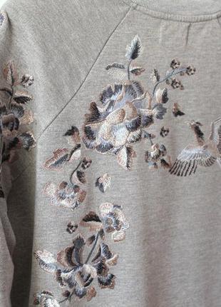 Красивый свитшот с вышивкой от next