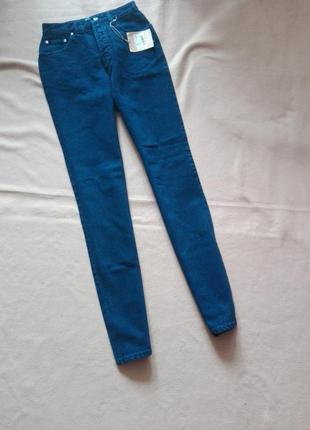 Темно синие джинсы с высокой посадкой италия