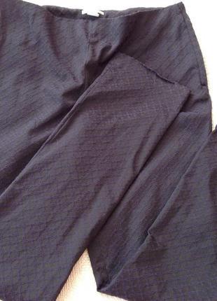 Фактурные еластичные женские зауженные брюки. /46/ brend h& m