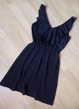 Нарядное коктейльное платье с воланом