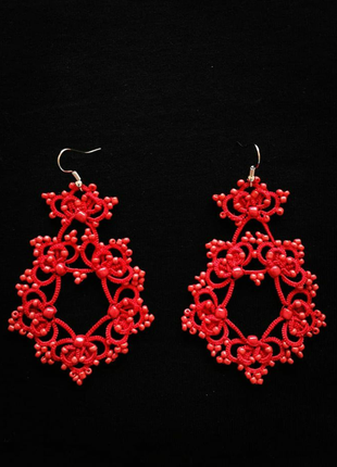 Оригинальные красные серьги с бисером