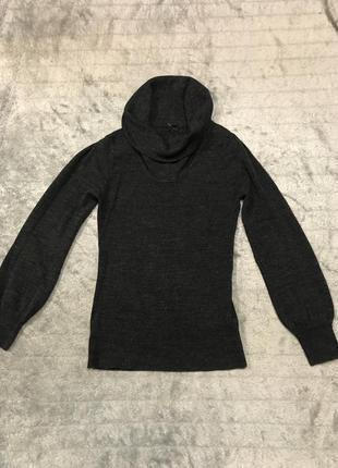 Тёплый свитер с широкой горловиной