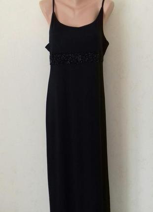 Длинное платье с украшением
