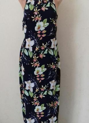 Красивое новое платье с принтом