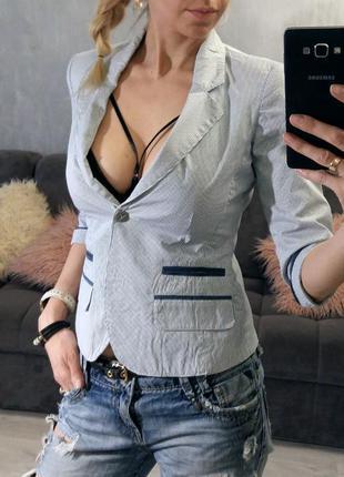 Стильный жакет, пиджак в полоску