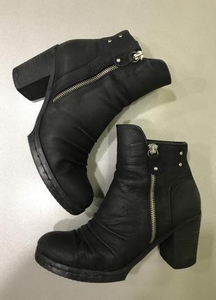 Шикарные кожаные ботильоны полуботинки ботинки натуральный нубук на устойчивом каблуке
