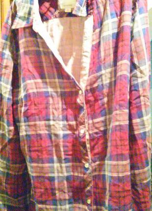 Блуза-рубаха -больше синяя,чем красная,лицевая сторона в клетку-обратная в полоску