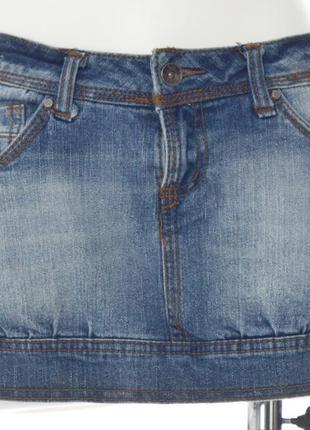 Короткая джинсовая юбка внизу на манжете