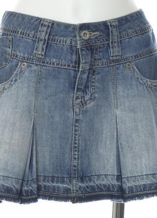 Короткая джинсовая расклешенная юбка