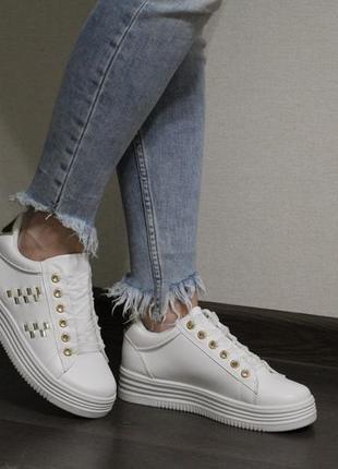Белые кроссовки (кеды, крипперы) с золотистыми вставками