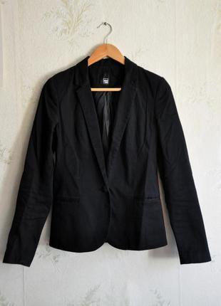 Брендовый черный пиджак pimkie