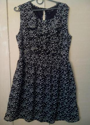 Шифоновое платье в горошек с рюшами