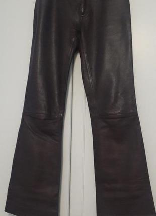 Кожаные брюки цвета баклажан