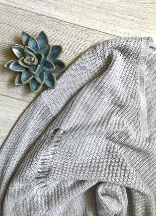 Красивый свитер с рванностями atmosphere