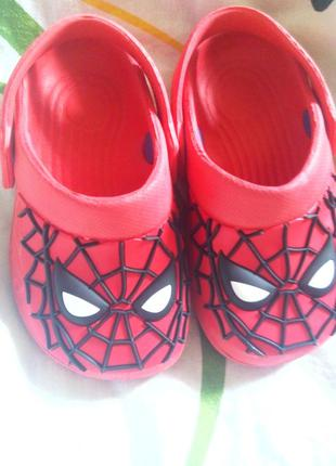 Крутые кроксы шлепанцы босоножки marvel человек- паук