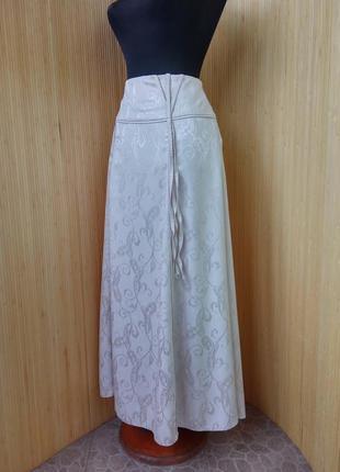 Пудровая длинная юбка с принтом