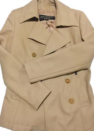 Шикарное пальто тренч бежевого цвета от guess