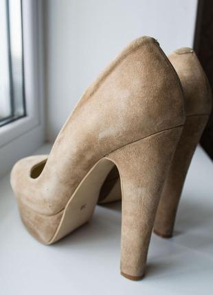 Идеальный туфли на высоком каблуке