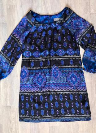 Платье- туника из атласа орнамент