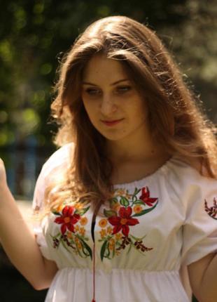 Блузка с вышивкой шелк